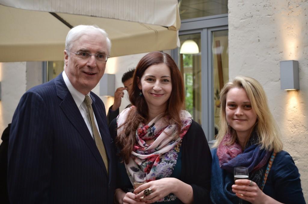 Irischer Botschafter Michael Collins mit dem cellu l'art Team